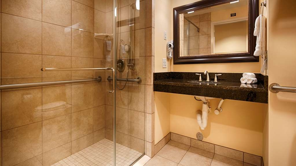 Best Western Plus Westgate Inn & Suites - Mobility Accessible Bathroom