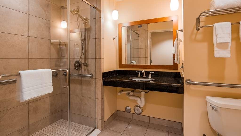 Best Western Plus Westgate Inn & Suites - Guest Bathroom
