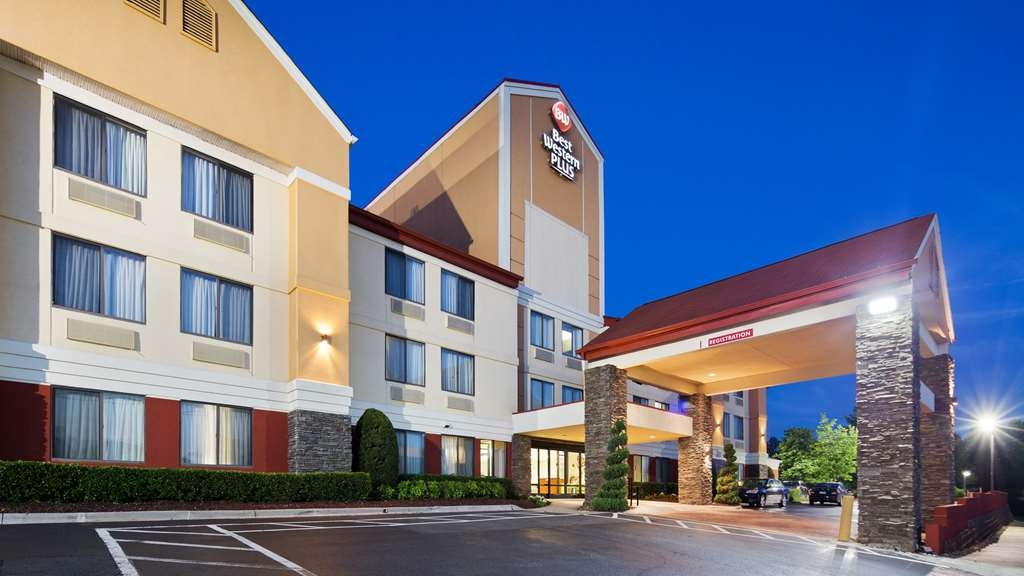 Best Western Plus Huntersville Inn & Suites Near Lake Norman - When your travels take you to Huntersville, stay at the Best Western Puls Huntersville Inn & Suites Near Lake Norman. We love having you here!
