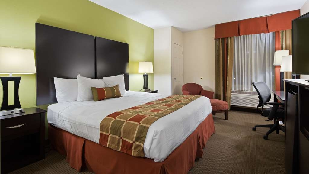 Best Western Plus Huntersville Inn & Suites Near Lake Norman - Designed for corporate and leisure traveler alike, make a reservation in this king room.