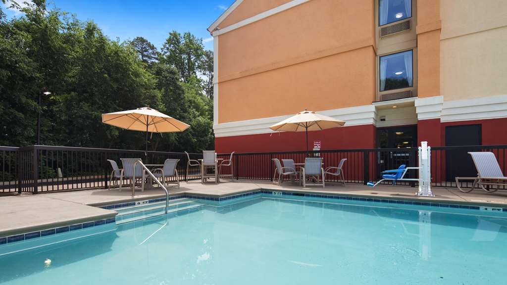 Best Western Plus Huntersville Inn & Suites Near Lake Norman - Whether you want to relax poolside or take a dip, our outdoor pool area is the perfect place to unwind.