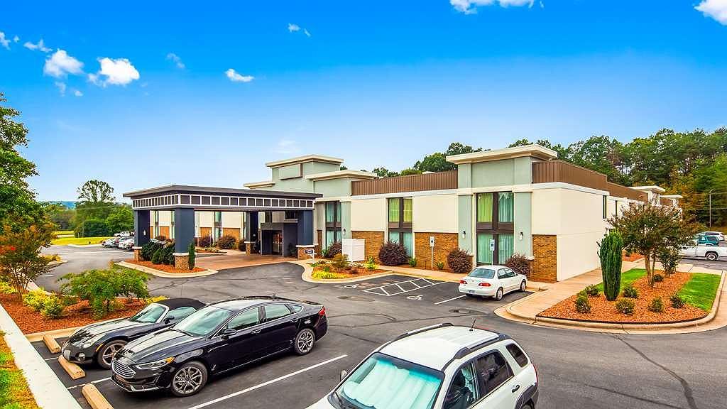 Best Western Plus Yadkin Valley Inn & Suites - Aussenansicht