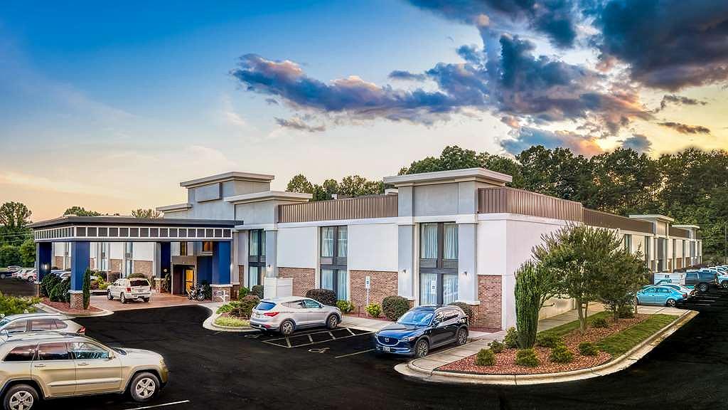 Best Western Plus Yadkin Valley Inn & Suites - Area esterna