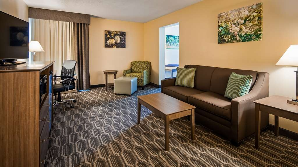 Best Western Plus Yadkin Valley Inn & Suites - Suite