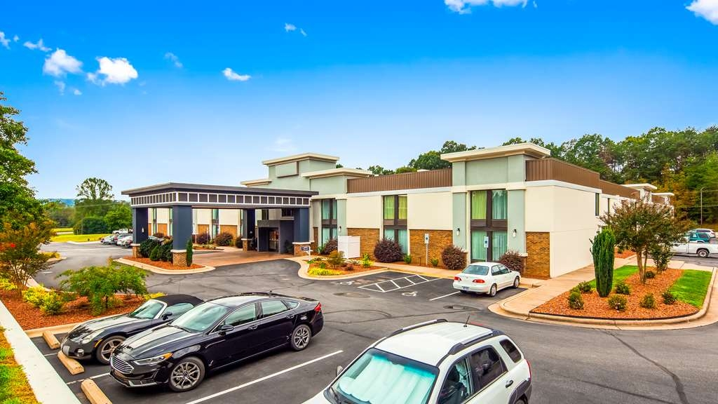 Best Western Plus Yadkin Valley Inn & Suites - Vista Exterior