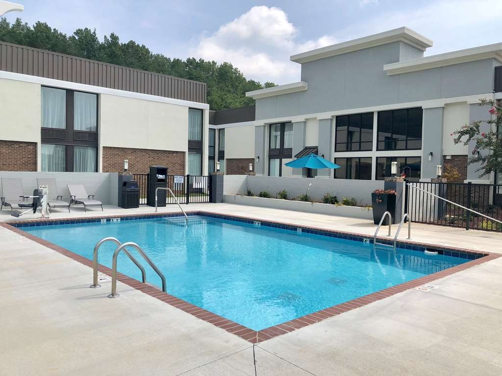 Best Western Plus Yadkin Valley Inn & Suites - Vista de la piscina