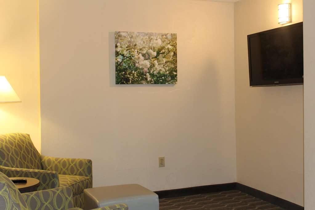 "Best Western Plus Yadkin Valley Inn & Suites - Suite with 2 Queen Beds. Separate Seating Area with 42"" Flat Screen TV"
