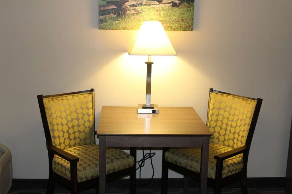 Best Western Plus Yadkin Valley Inn & Suites - Activity Table with Chairs