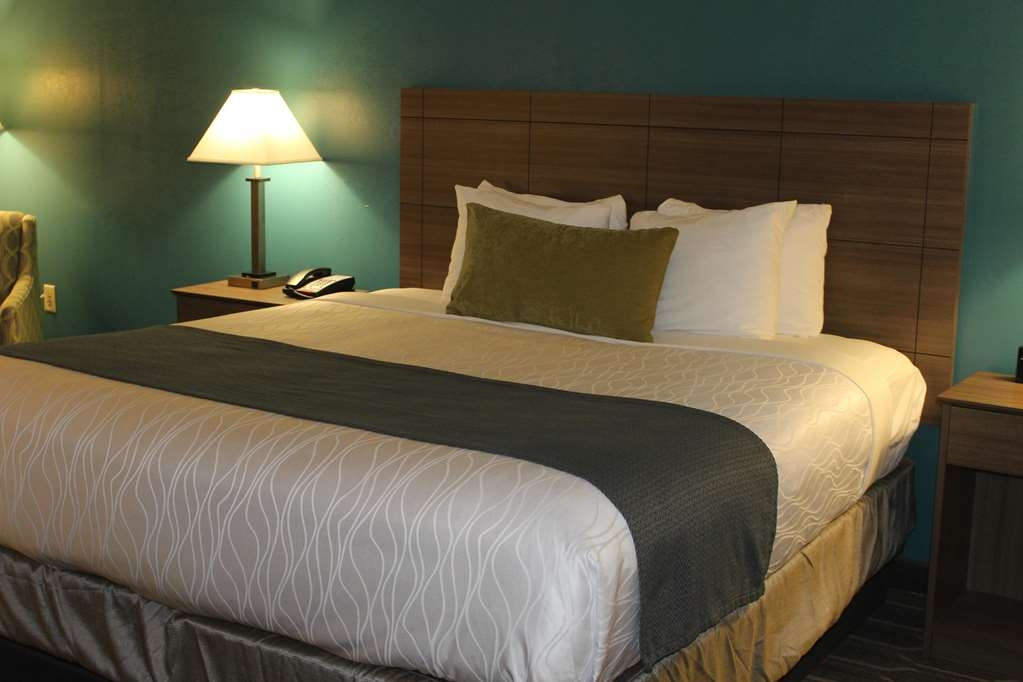 Best Western Plus Yadkin Valley Inn & Suites - Featuring our Signature Mattress in the Jacuzzi Suite