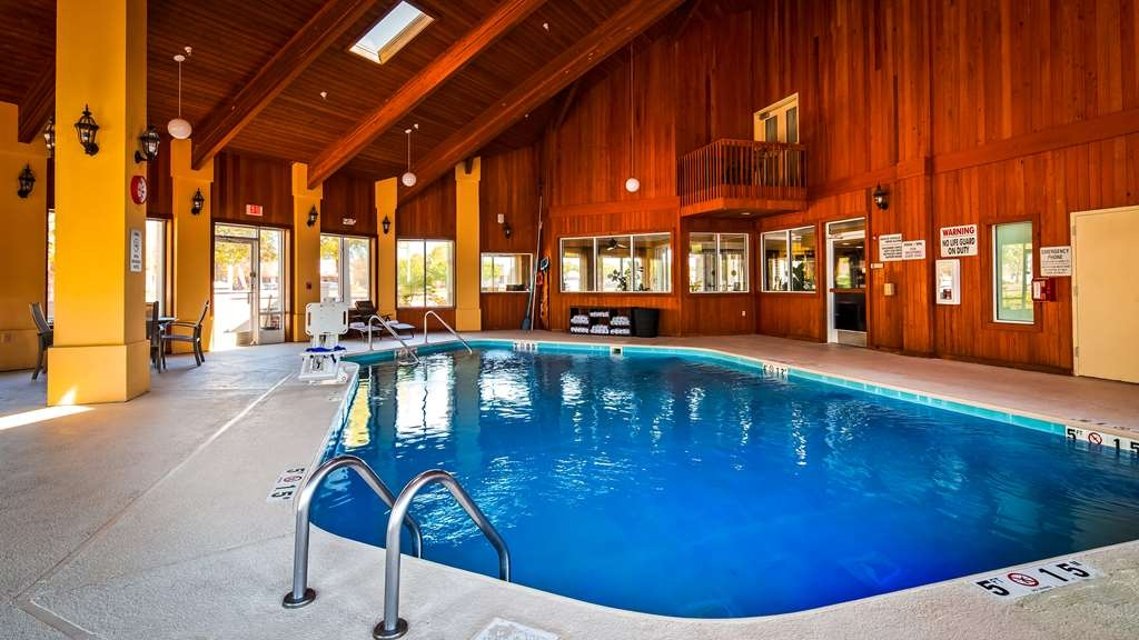 Best Western Plus Wilmington/Carolina Beach - Vue de la piscine