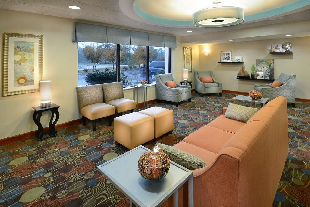 Best Western Plus Wilmington/Wrightsville Beach - Our lobby is the ideal place to meet before heading out for a day of fun at nearby Wrightsville Beach.
