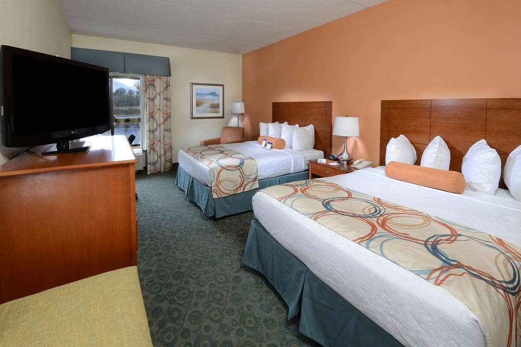 Best Western Plus Wilmington/Wrightsville Beach - Our pet friendly hotel in Wilmington, NC offers clean and fresh rooms for our four legged guests.