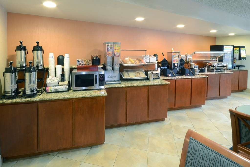 Best Western Plus Wilmington/Wrightsville Beach - Enjoy a complimentary hot breakfast at our Wilmington, NC hotel near Wrightsville Beach and UNCW.