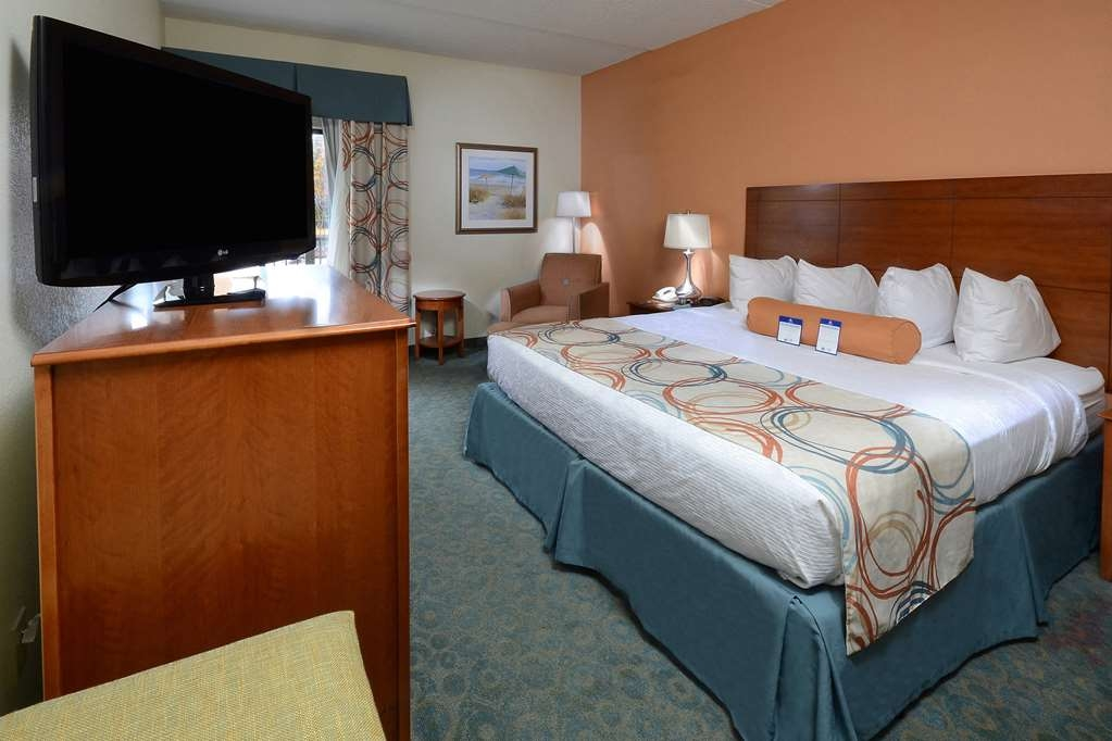 Best Western Plus Wilmington/Wrightsville Beach - Our King Rooms offer space to relax. All our rooms feature free WiFi and premium channels such as HBO and ESPN.