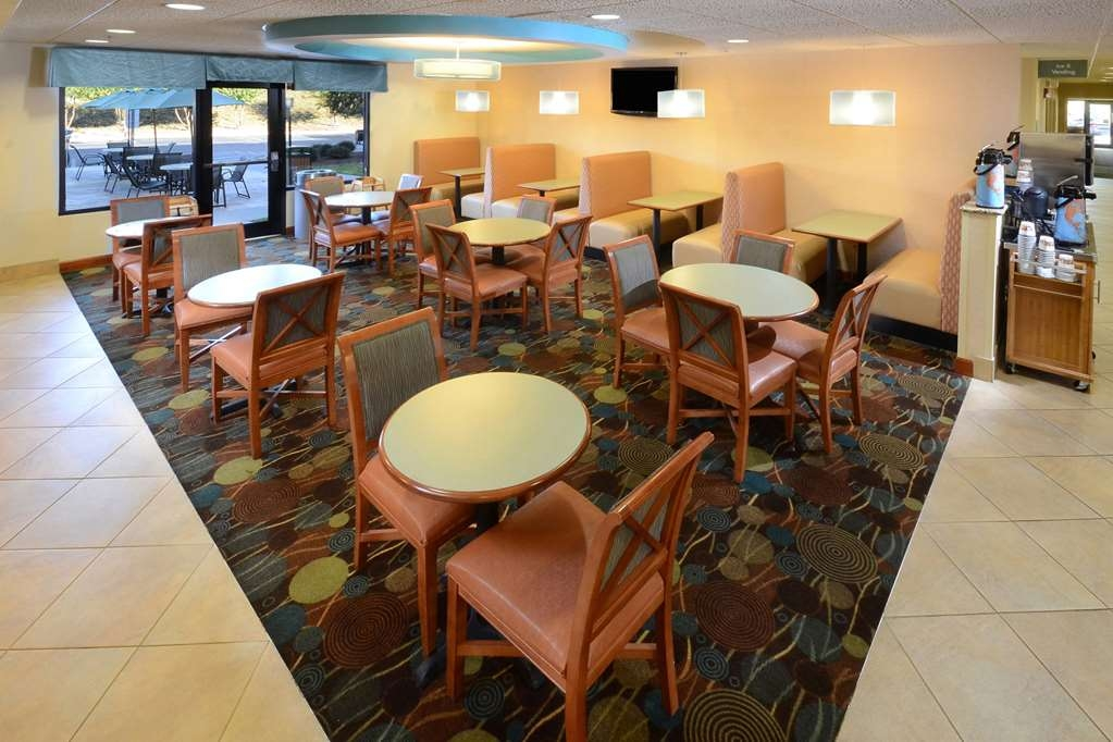 Best Western Plus Wilmington/Wrightsville Beach - Enjoy a complimentary hot breakfast every morning at our Wilmington hotel.