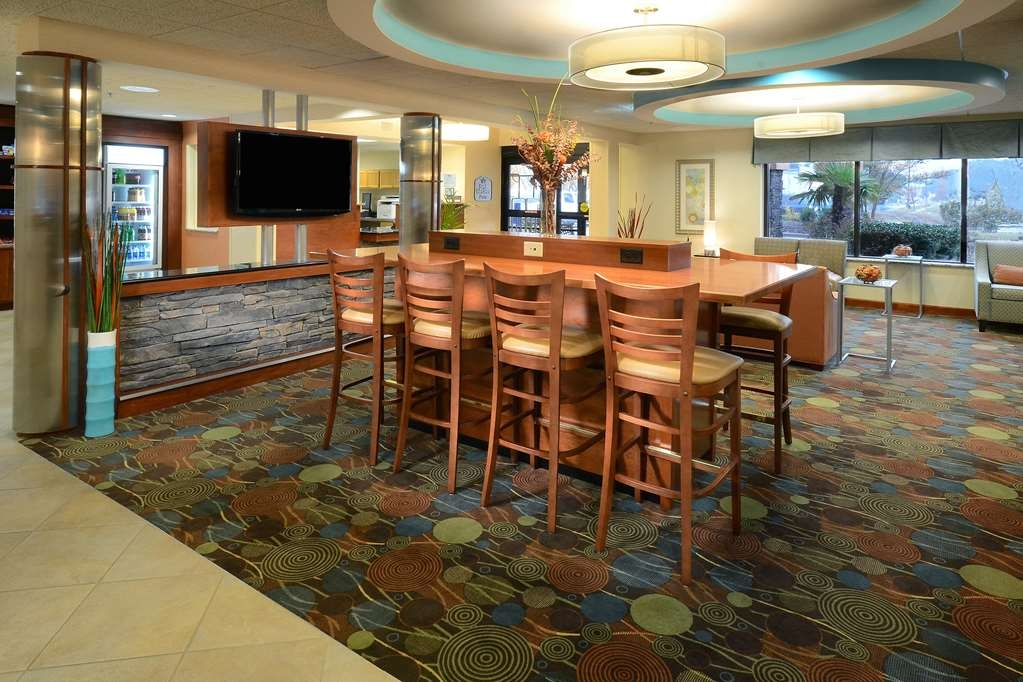 Best Western Plus Wilmington/Wrightsville Beach - Stay awhile at our pet friendly hotel halfway between downtown Wilmington and Wrightsville Beach.