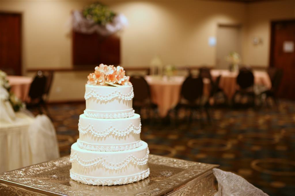 Best Western Plus Goldsboro - Wedding Cake