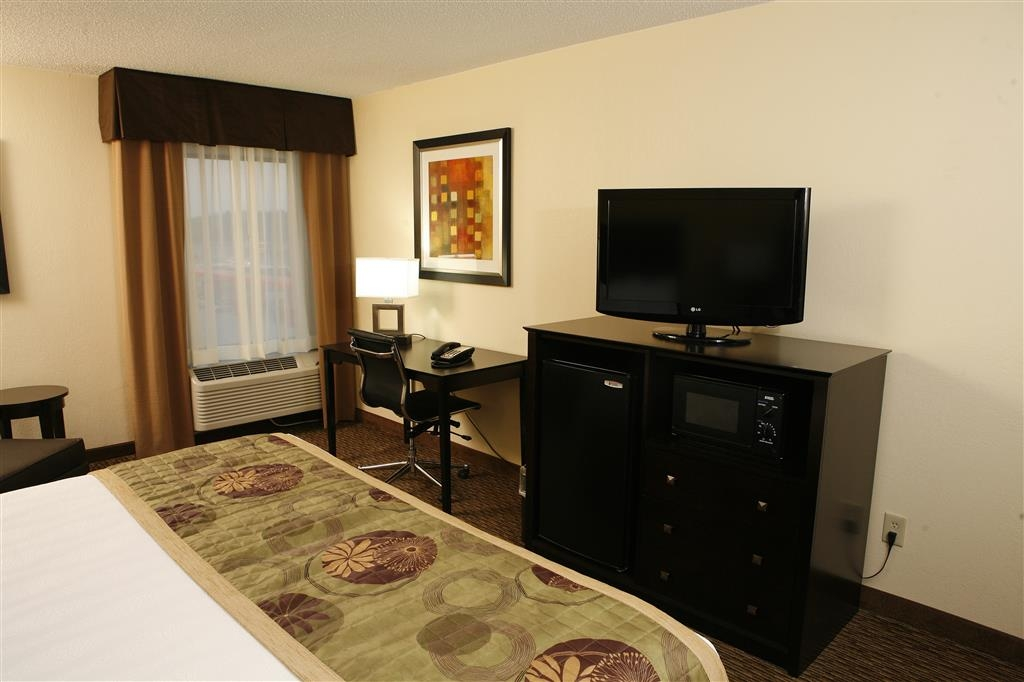 Best Western Plus Goldsboro - Your favorite shows on our 32-inch flat screens!