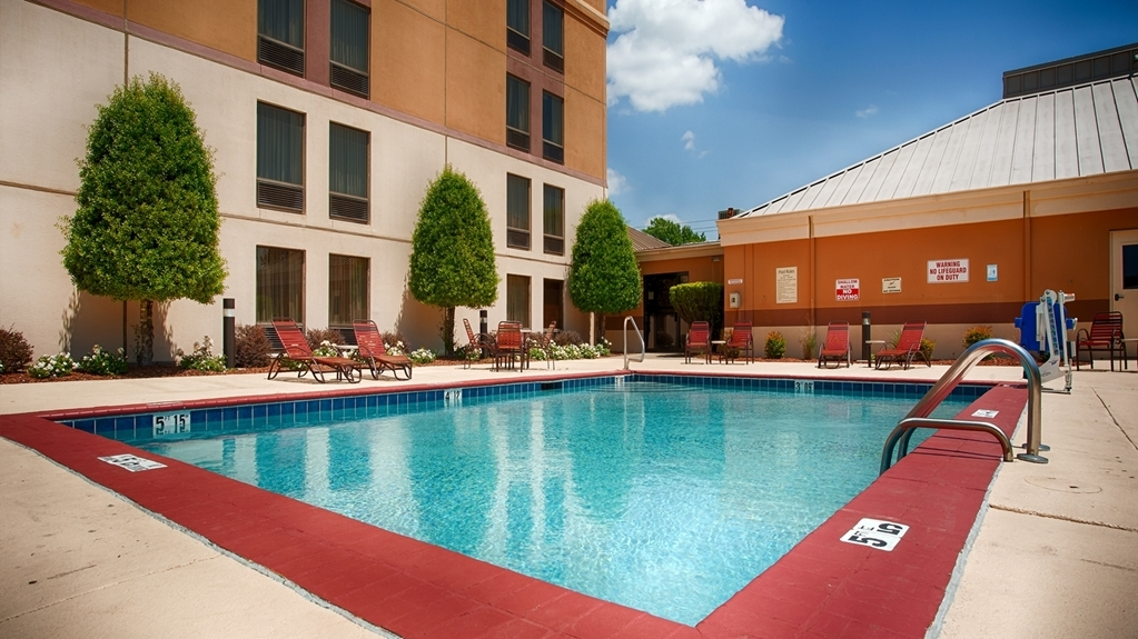Best Western Plus Goldsboro - Piscina