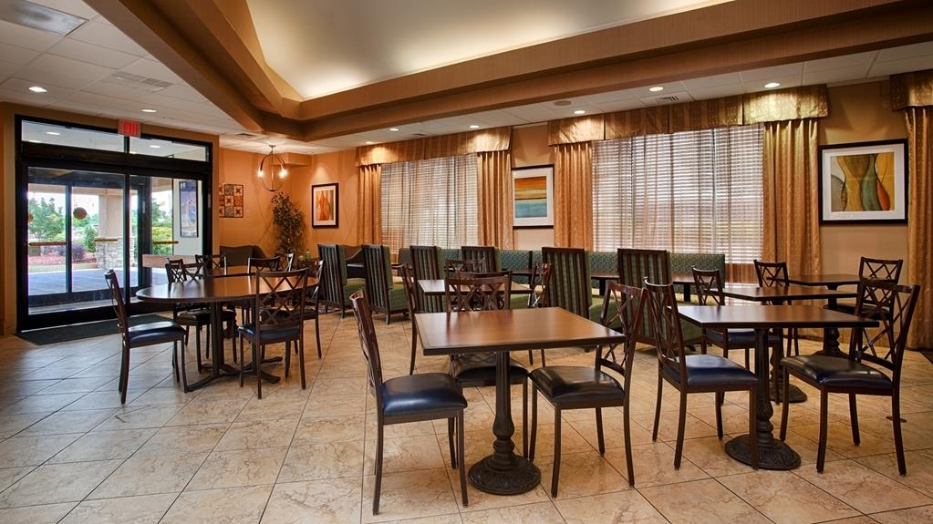 Best Western Plus Goldsboro - Breakfast Area