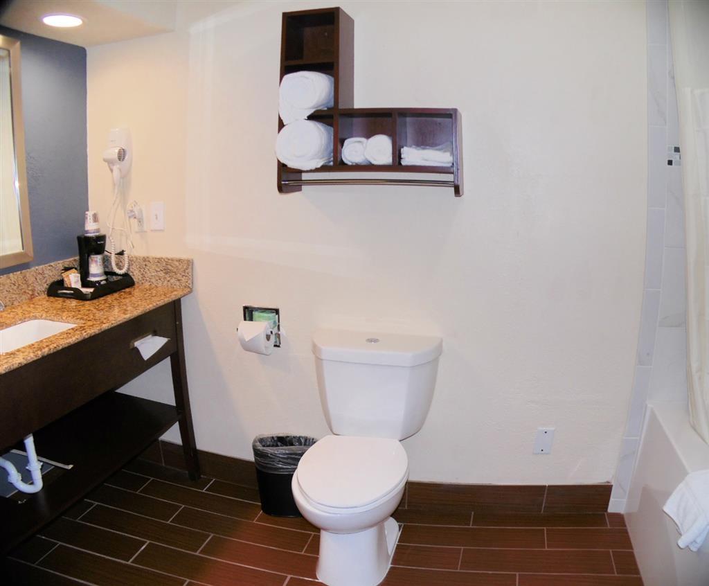 Best Western Plus Elizabeth City Inn & Suites - Baño