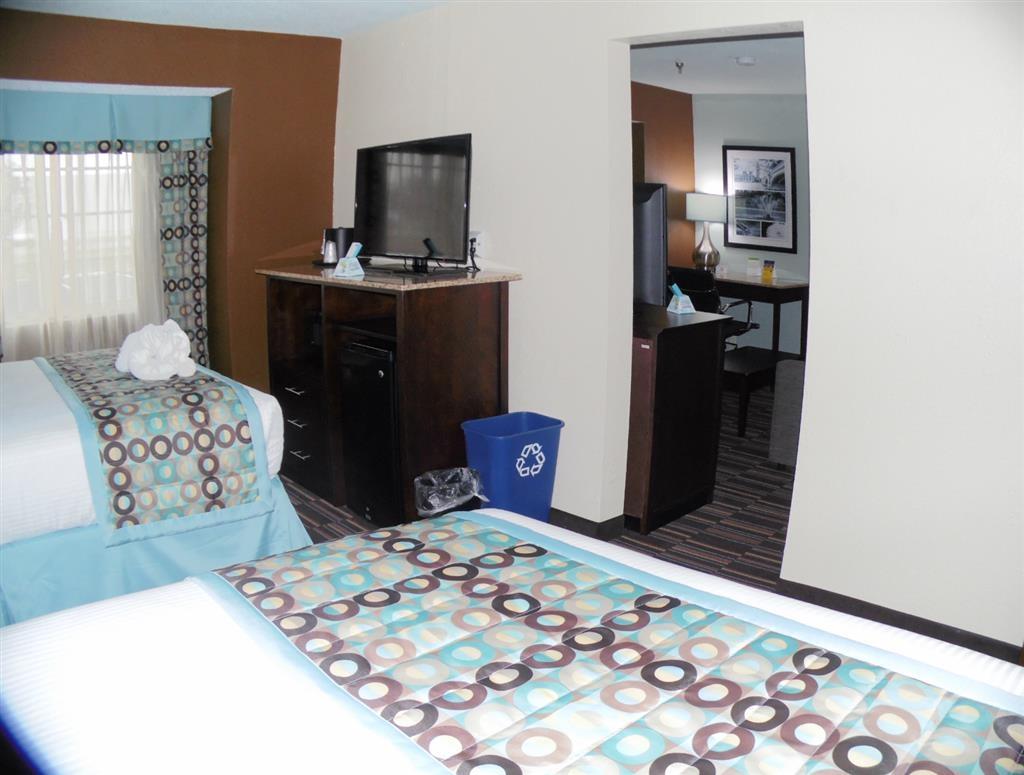Best Western Plus Elizabeth City Inn & Suites - Suite doble con cama de matrimonio grande