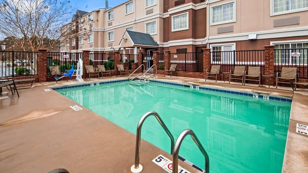 Best Western Plus Elizabeth City Inn & Suites - Vue de la piscine