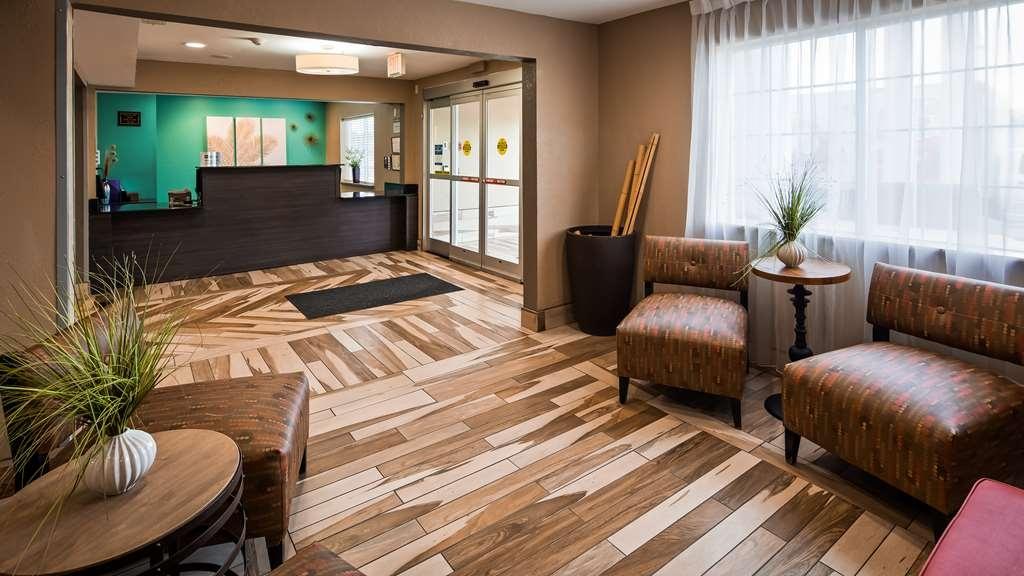 Best Western Plus Elizabeth City Inn & Suites - Vista del vestíbulo