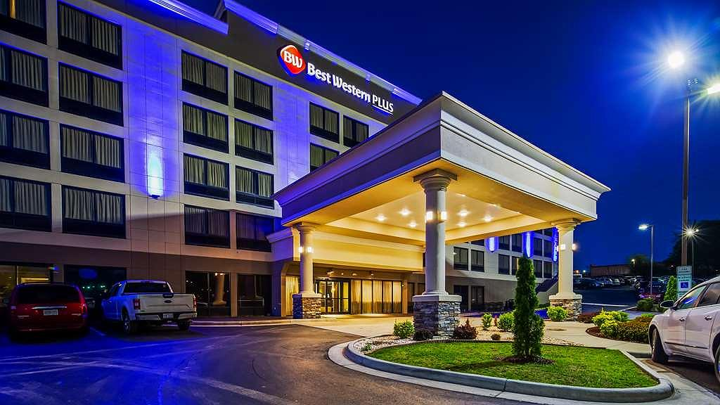 Best Western Plus Hanes Mall Hotel - Vista exterior