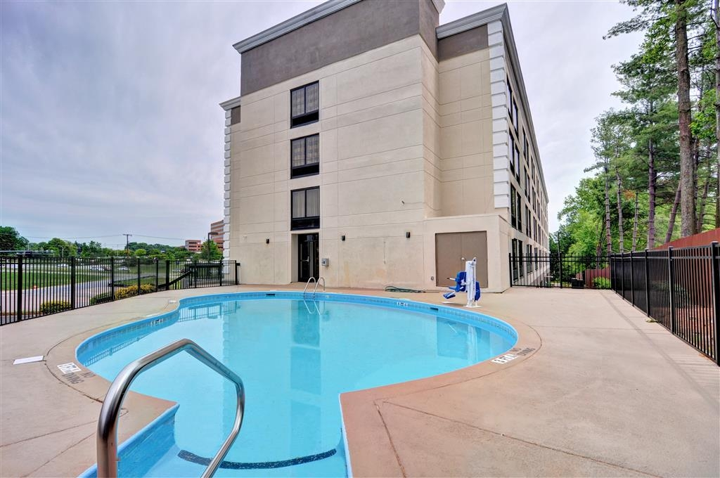 Best Western Plus Hanes Mall Hotel - Pool