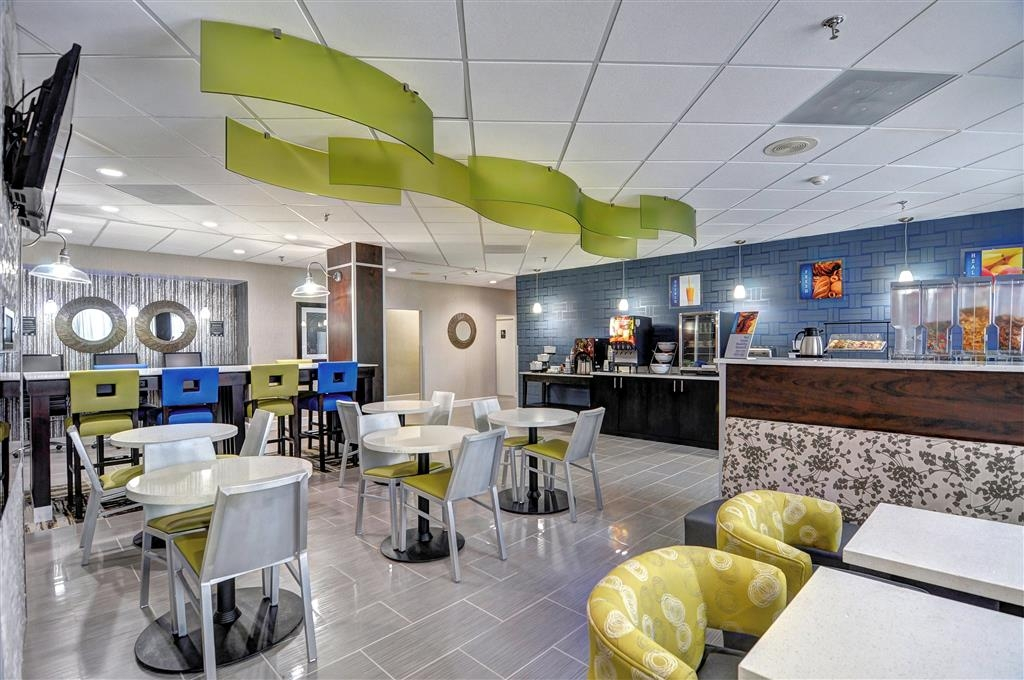 Best Western Plus Hanes Mall Hotel - Breakfast Area