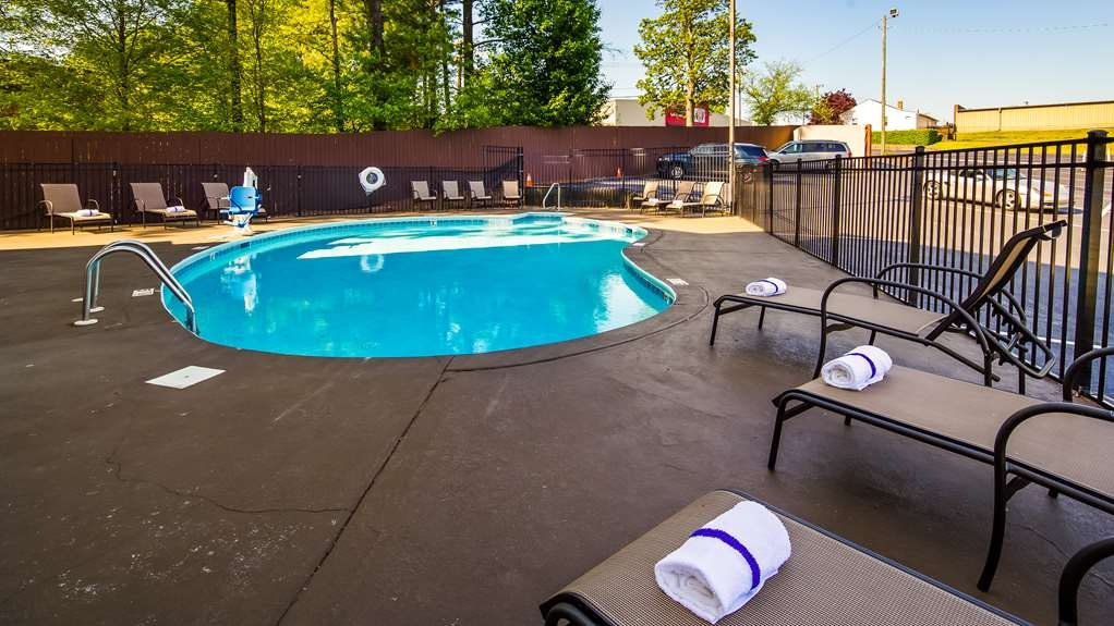 Best Western Plus Hanes Mall Hotel - Outdoor Pool
