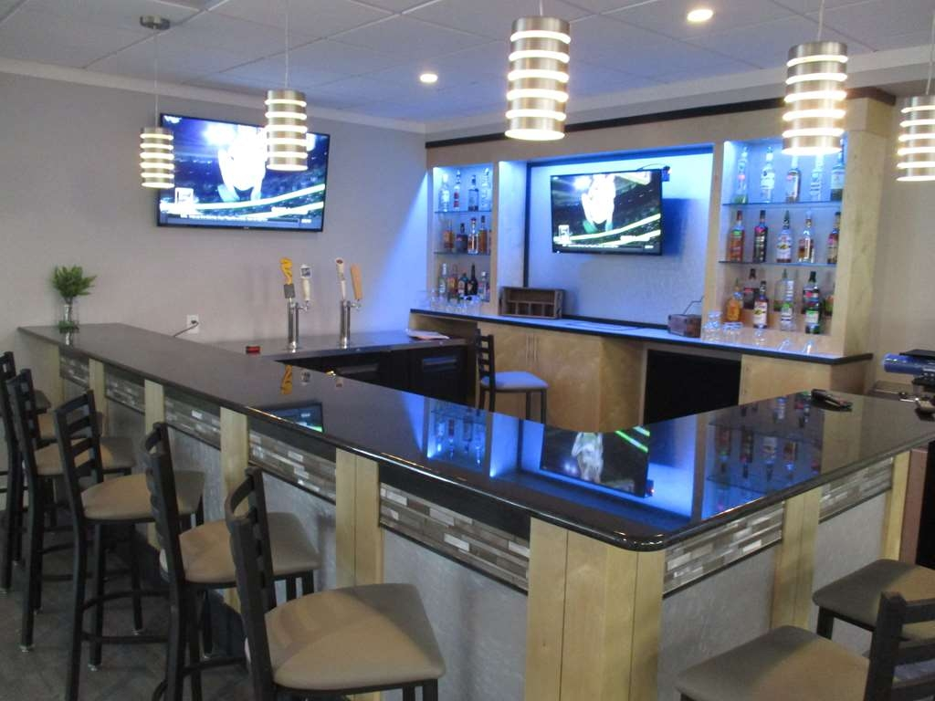 Best Western Plus University Inn - Grab a Cold Beverage at The Bistro