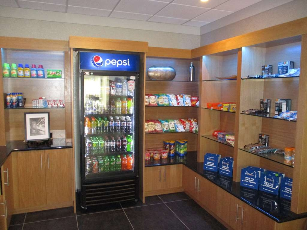 Best Western Plus University Inn - Craving a snack after a long day of travel? Stop by our sundry shop.
