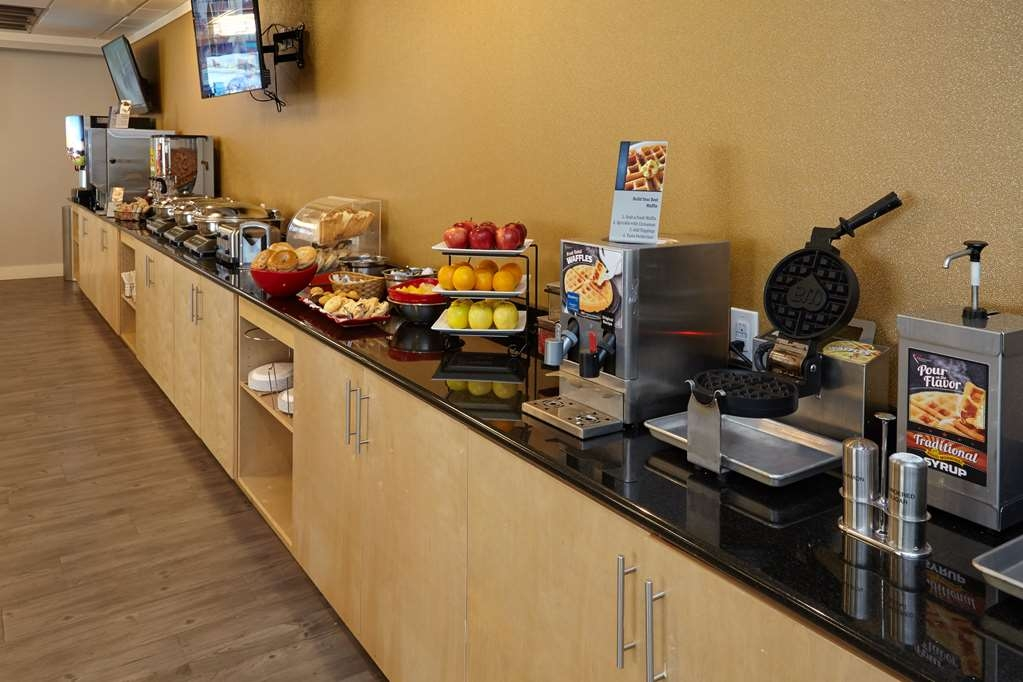 Best Western Plus University Inn - Complimentary Hot Breakfast Buffet Awaits You to Greet the Day Featuring Classic Breakfast Staples and Southern Favorites Like Biscuits and Gravy
