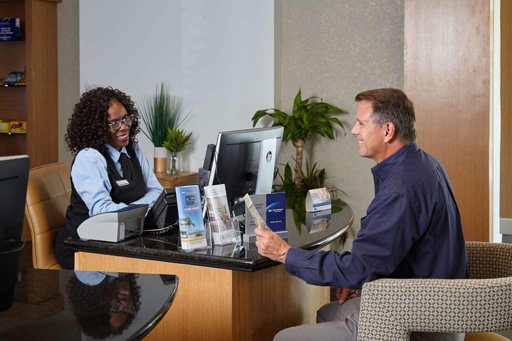 Best Western Plus University Inn - Warm and welcoming front desk associates await your arrival
