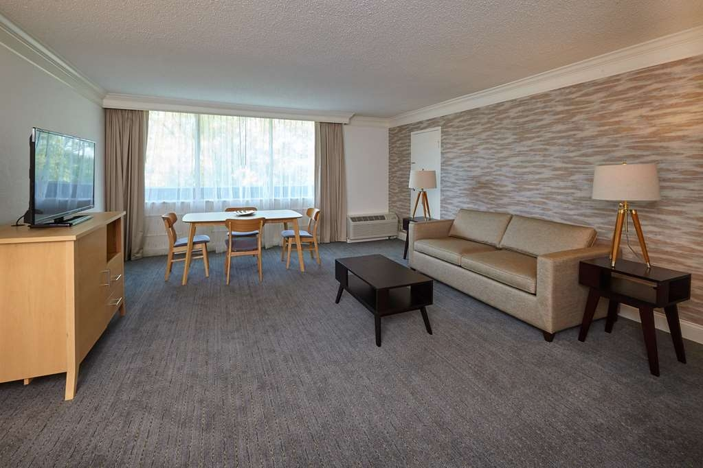 Best Western Plus University Inn - Suite Living Room Non-Smoking, Refrigerator, Pillow Top Mattress, Full Breakfast, High Speed Internet Access, Can be connected to Jacuzzi King and/or Standard Queen Queen Room