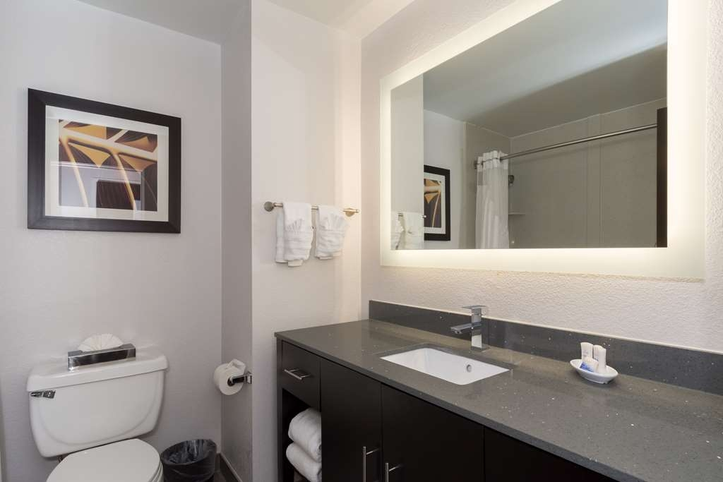 Best Western Plus Pineville-Charlotte South - All guest bathrooms have a large vanity with plenty of bright lights and room to unpack all your necessities. We take pride in making everything spotless for your arrival.