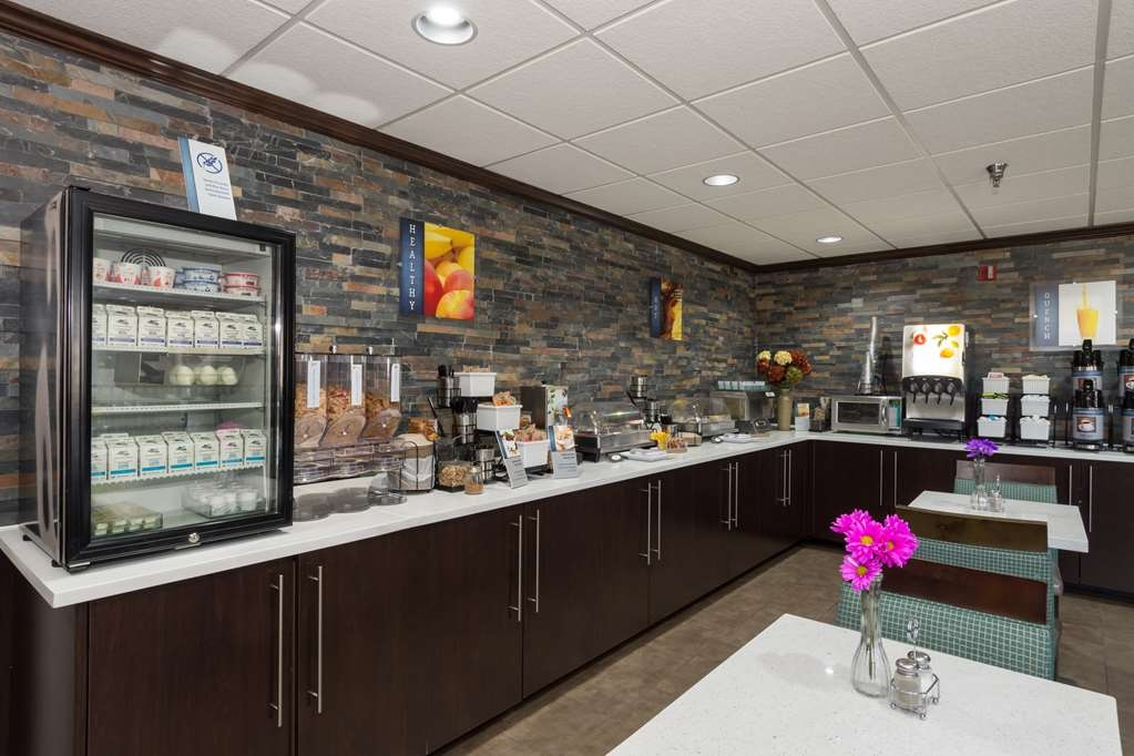 Best Western Plus Pineville-Charlotte South - Rise and shine with a complimentary hot breakfast every morning. Enjoy a balanced and delicious breakfast with choices for everyone. Even if you're in a rush, stop by the front desk and grab a Grab & Go breakfast bag.