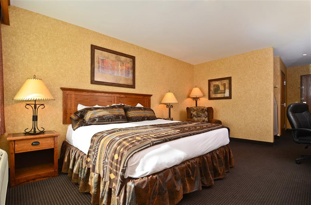 Best Western Plus Kelly Inn & Suites - Here on business? Book this business guest room with a king bed!