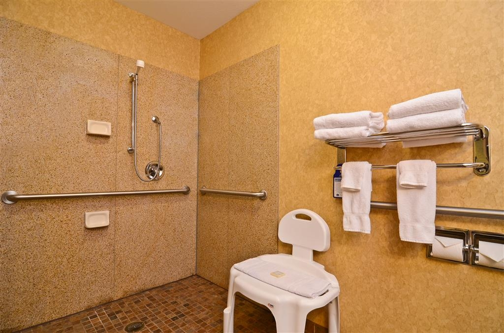 Best Western Plus Kelly Inn & Suites - Our mobility accessible bathroom includes a roll-in shower for your convenience!