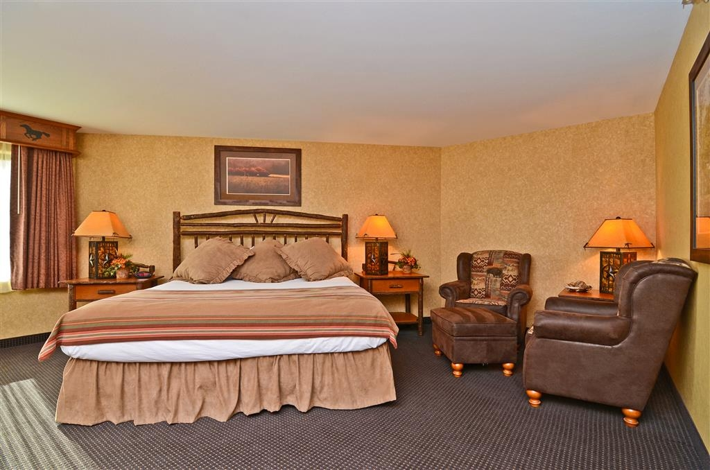 Best Western Plus Kelly Inn & Suites - Welcome to our lovely Pine Creek Room! Please note that the adjoining hospitality room is subject to availability and cannot be reserved online, please call the hotel directly to reserve this space!