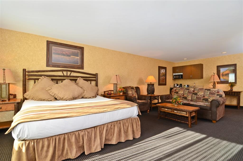 Best Western Plus Kelly Inn & Suites - Our lovely Spur Valley Suite has many available features!