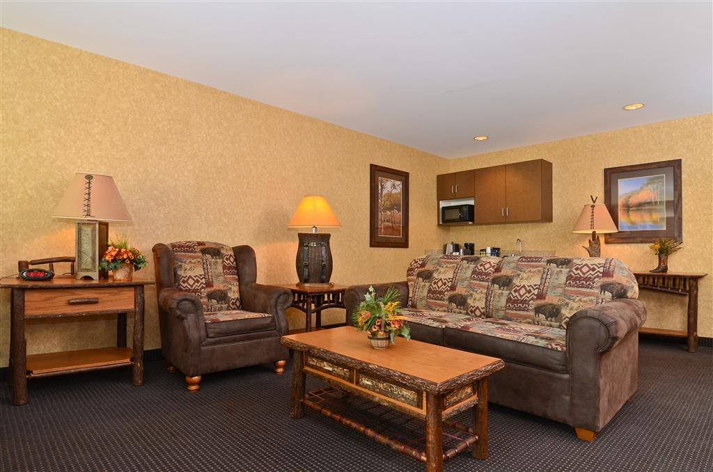 Best Western Plus Kelly Inn & Suites - Invite friends and family over for a visit. We have plenty of room!