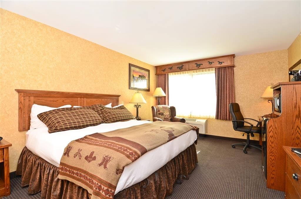 Best Western Plus Kelly Inn & Suites - If you didn't get a chance to finish dinner, no worries, we have mini refrigerator and microwave for your convenience!
