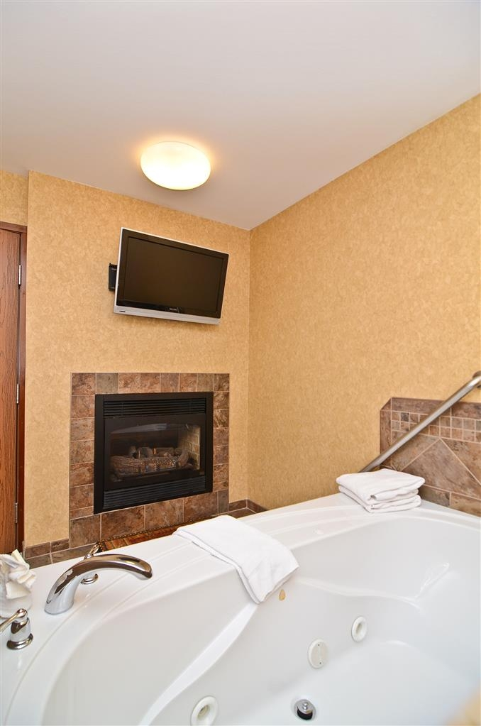 Best Western Plus Kelly Inn & Suites - A room for two on your honeymoon the Horse Whisper Suite with whirlpool.