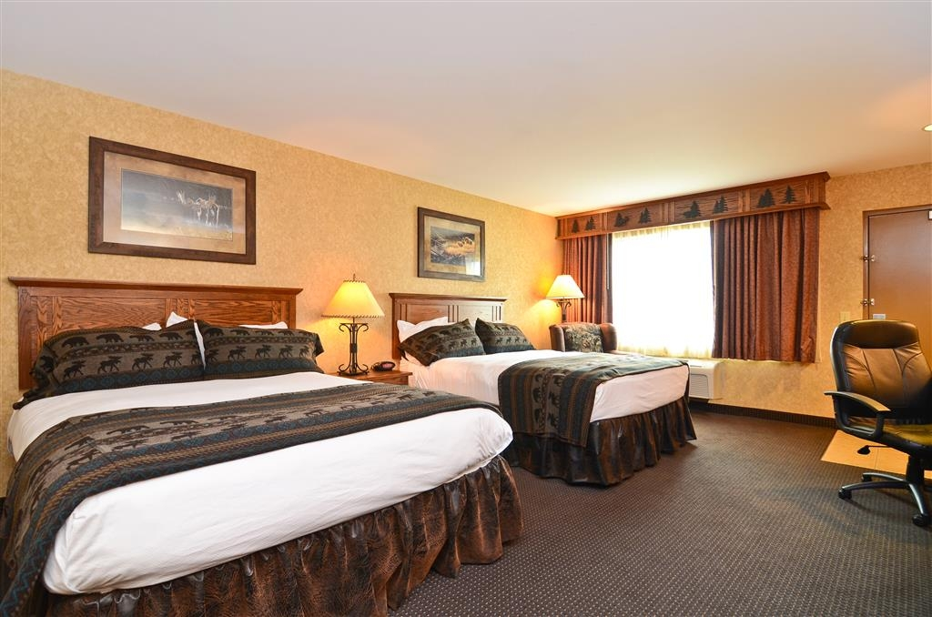 Best Western Plus Kelly Inn & Suites - Come and relax in our guest room with two queen beds, which offers a microwave and mini refrigerator.