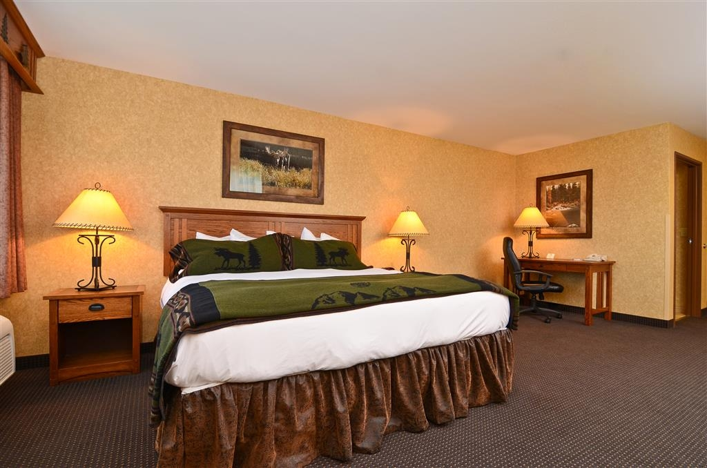 Best Western Plus Kelly Inn & Suites - Our business guest room has several locations for lighting and convenient amenities!