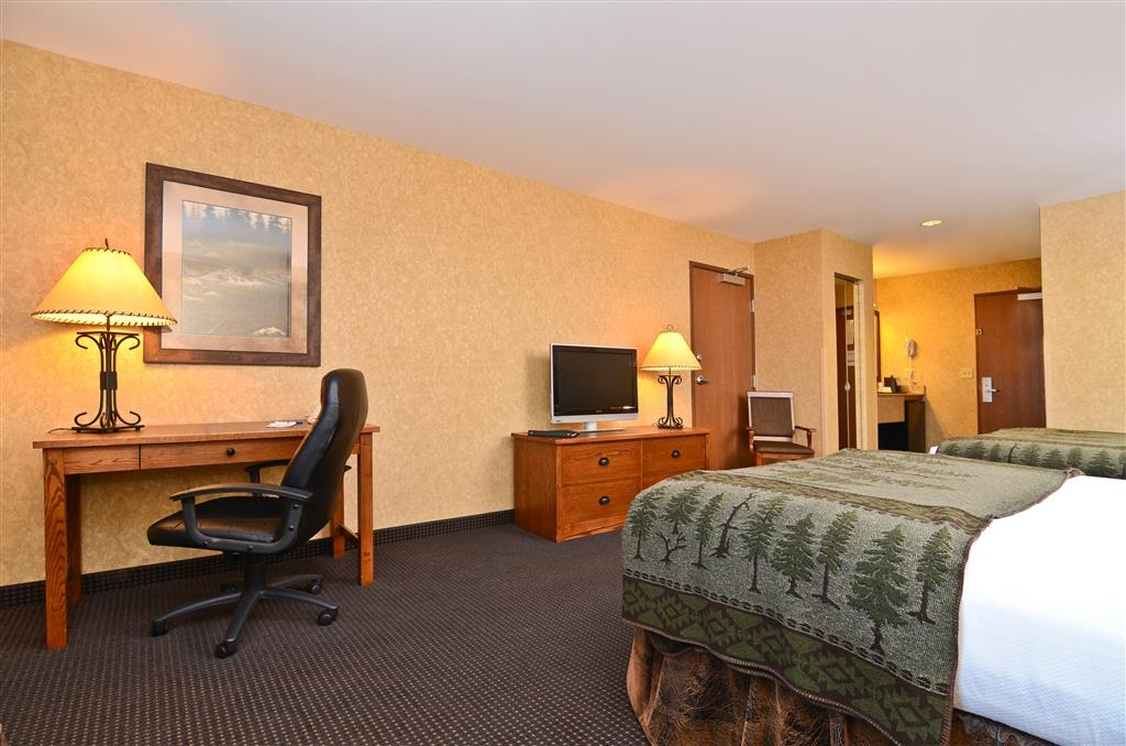 Best Western Plus Kelly Inn & Suites - Had a long day? Sit down and watch television in our guest room with two queen beds!