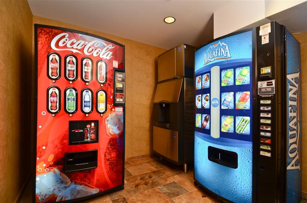 Best Western Plus Kelly Inn & Suites - Need a drink? Please use our vending machines, available for your leisure at our hotel!